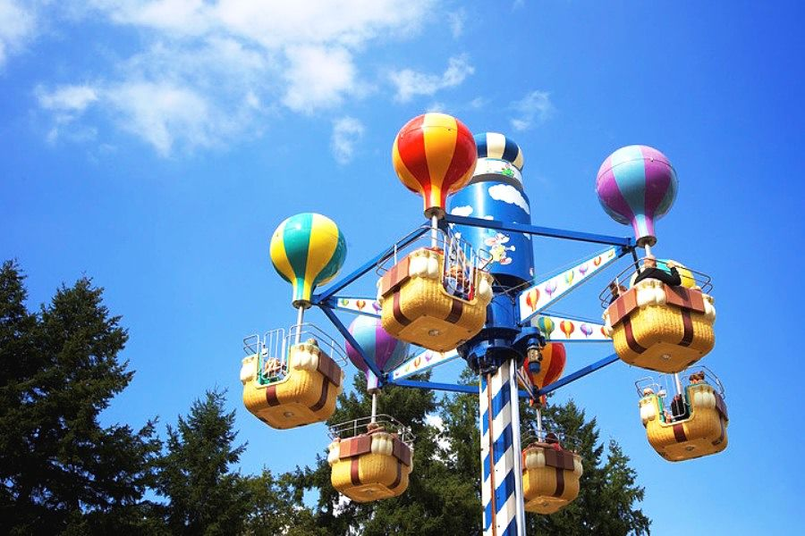 Jul's Ballonvaart in pretpark Julianatoren