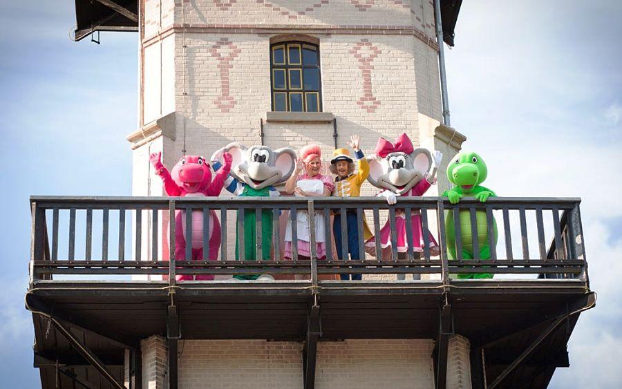 De parkkarakters van Julianatoren op de Koningin Juliana Toren