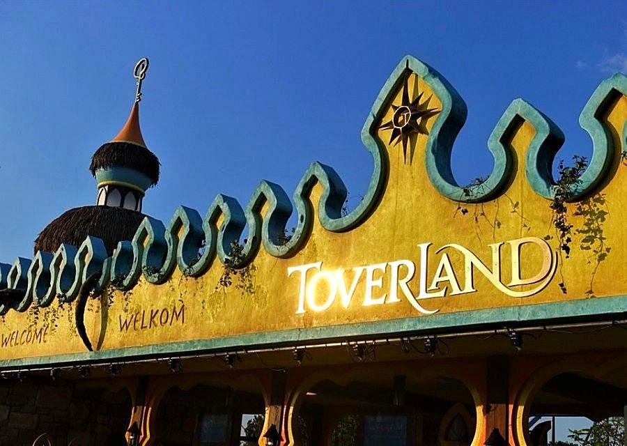 De ingang van Toverland - Foto: © Adri van Esch