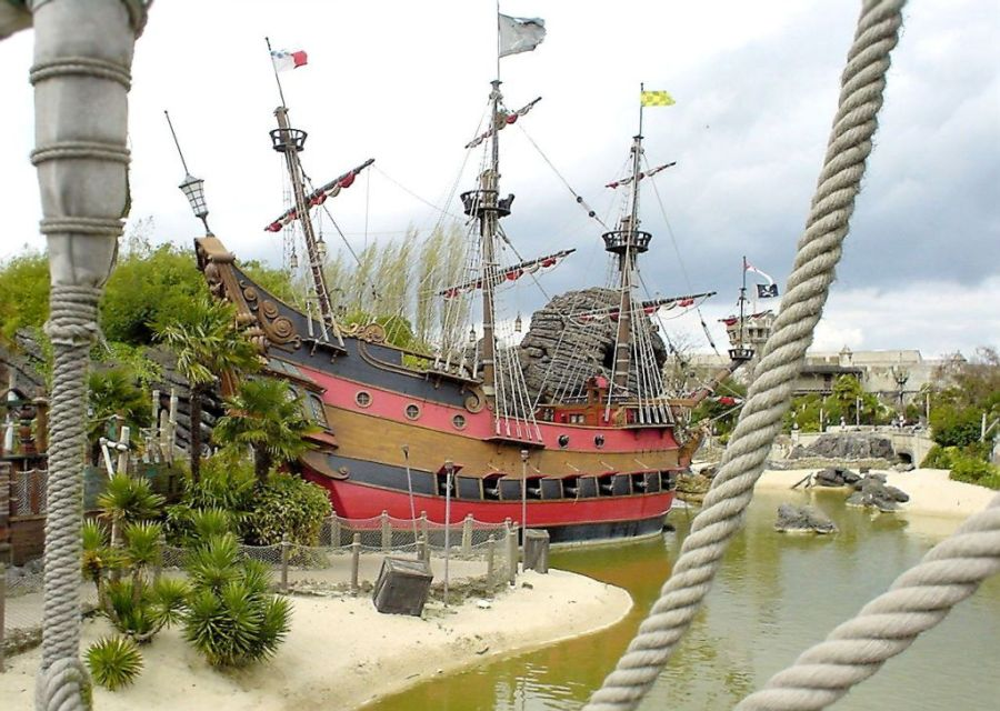 Piratenschip van Kapitein Haak in Adventureland in Disneyland Paris – Foto: © Adri van Esch