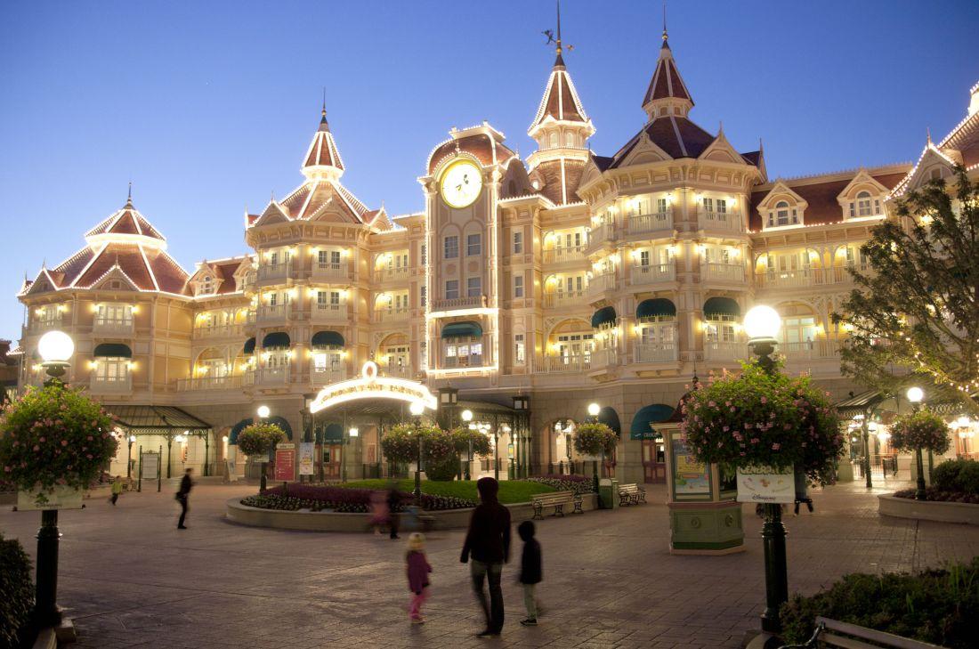 Het Disneyland Hotel - Foto: © Disney