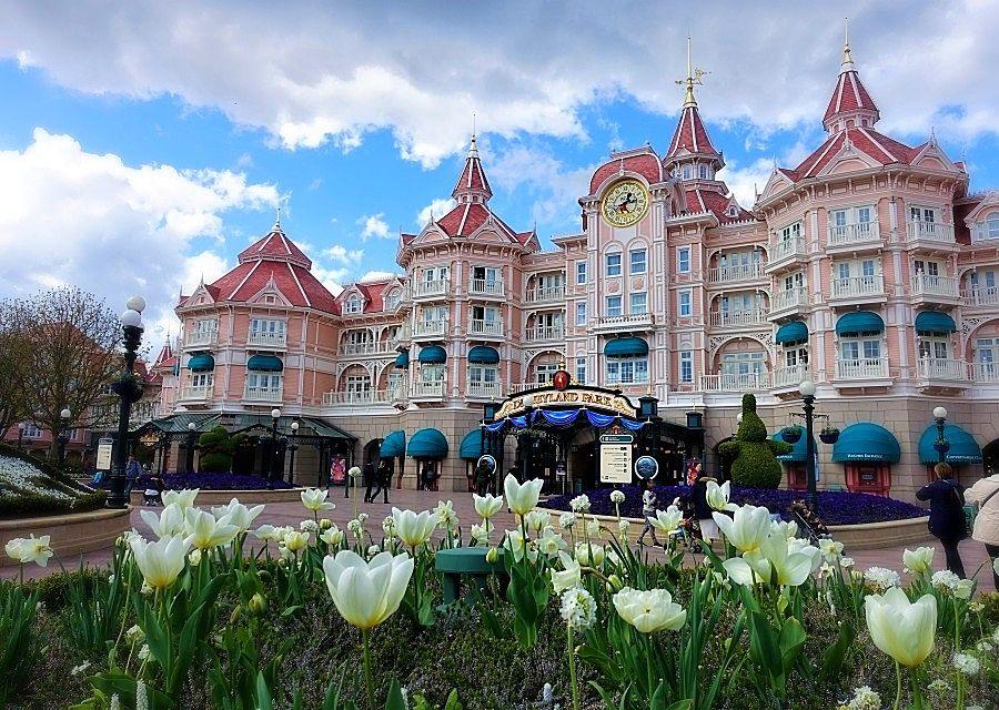 Het Disneyland Hotel in Disneyland Paris – Foto: © Adri van Esch