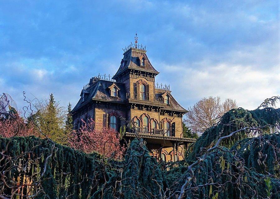 Phantom Manor in Disneyland Paris – Foto: © Adri van Esch