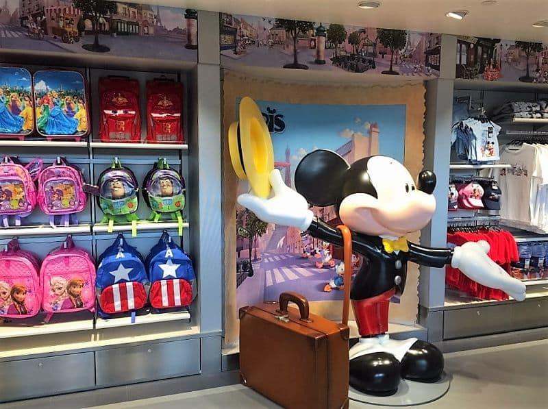 De Disneyland Paris Boutique op vliegveld Charles de Gaulle in Parijs - Foto: © Disney