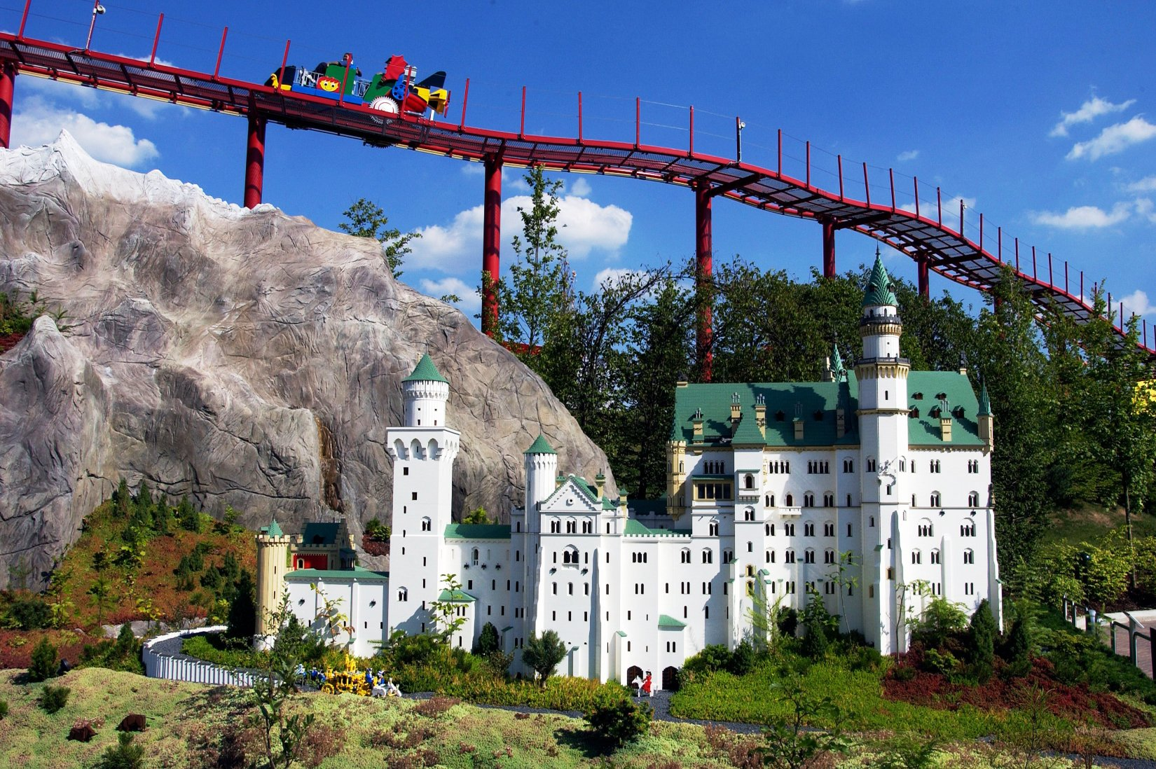 Schloss Neuschwanstein in Miniland in Legoland Deutschland