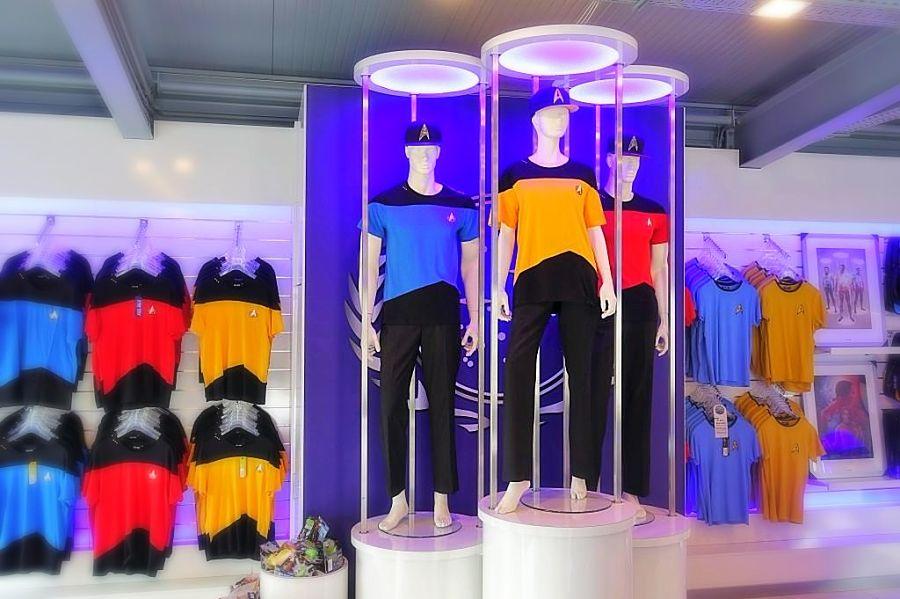 Unieke  Star Trek-shirts, te koop in Federation Center in Movie Park Germany - Foto: © Adri van Esch