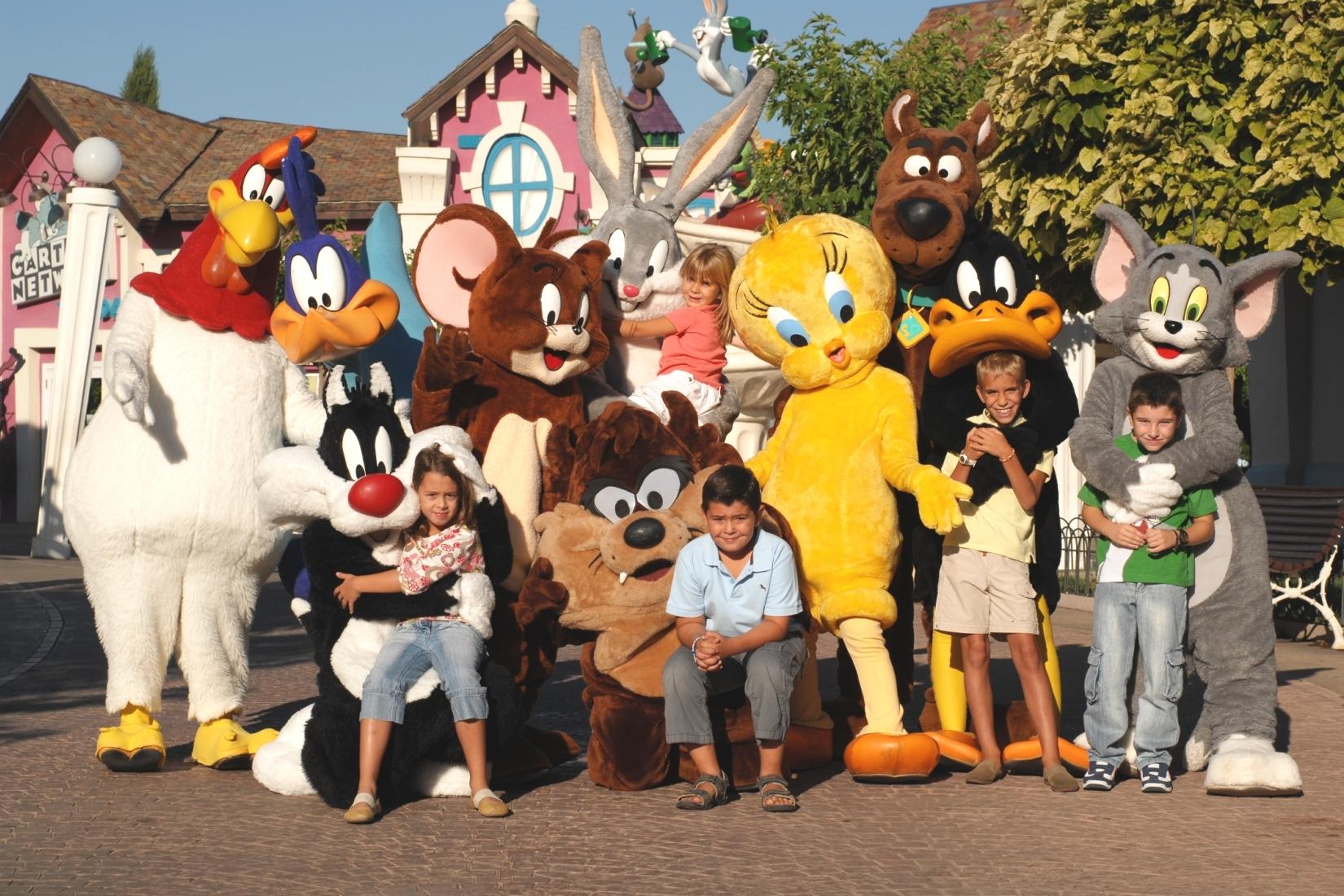De beroemde cast van Parque Warner Madrid