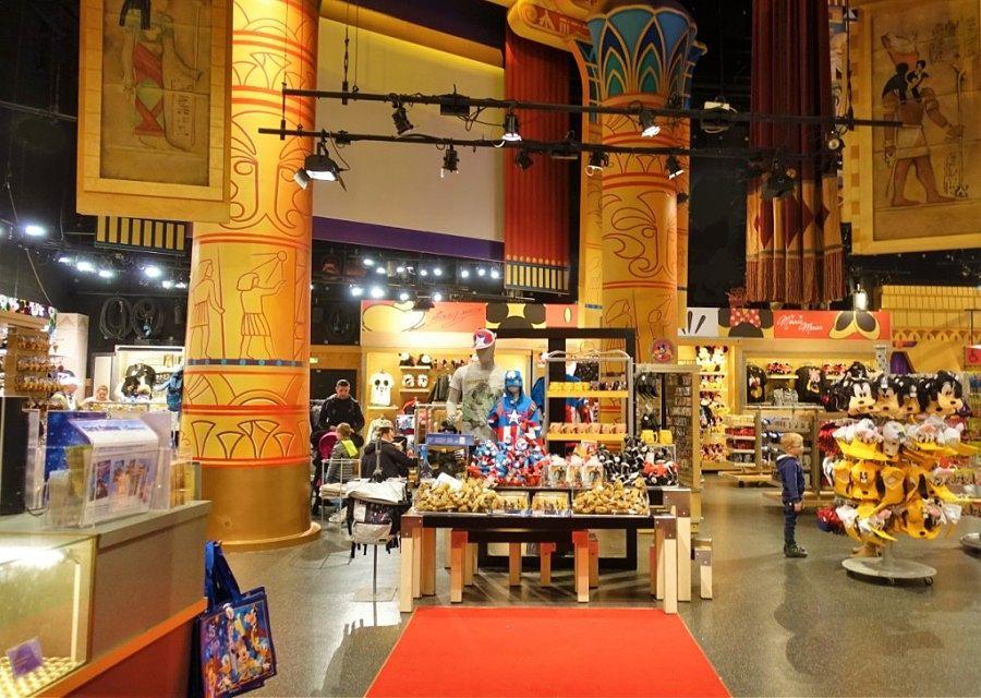 Shoppen in Walt Disney Studios in Disneyland Paris – Foto: © Adri van Esch