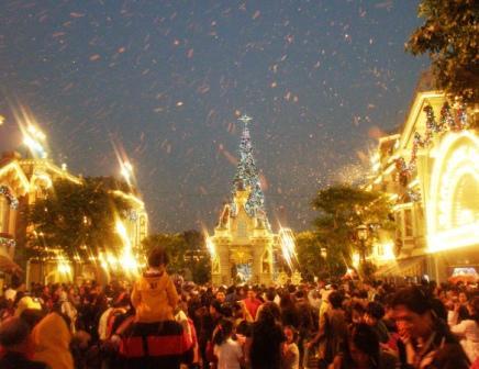 Disneyland Anaheim Main Street met namaaksneeuw