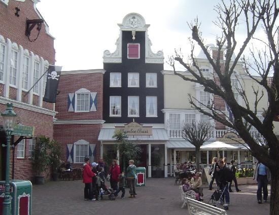 Amsterdamse klokgevel in het Nederlandse themagebied in Europa-Park – Foto: © Adri van Esch
