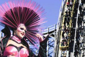 Drag queen Tatjana Taft bij achtbaan Colossos