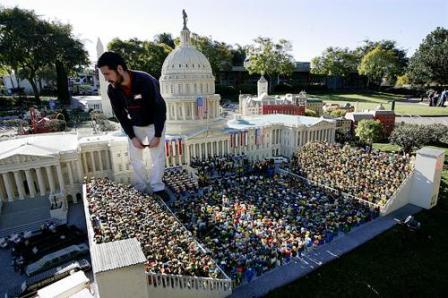 De inhuldiging van Barack Obama op de trappen van het Capitool - Foto: Legoland