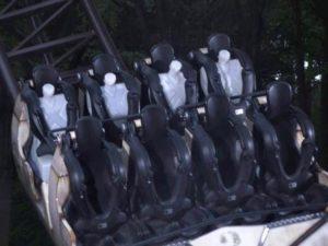 Een testrit met dummy's op de nieuwe achtbaan in Duinrell