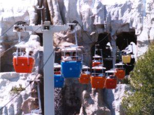De Matterhorn in Disneyland met de Skyway - Foto: Atis547