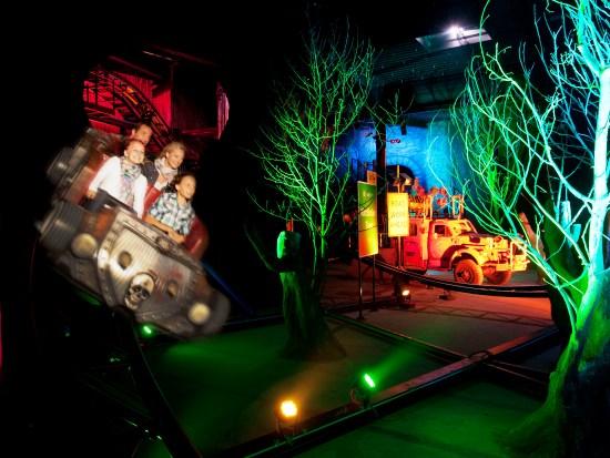 Door het donkere bos in Van Helsing's Factory in Movie Park Germany