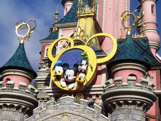 Het kasteel van Disneyland Paris tijdens Mickey's Magische Jaar - Foto: (c) Parkplanet