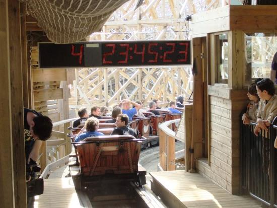 De onverbiddelijke klok van de Coaster Challenge 2010 - Foto: (c) Parkplanet