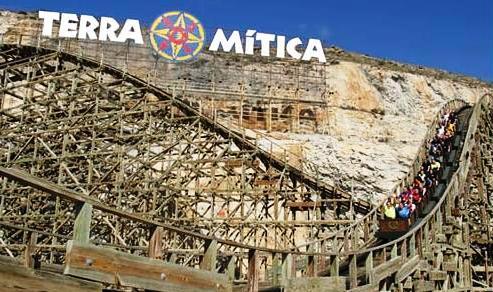 Houten achtbaan Magnus Colossus in Terra Mitica