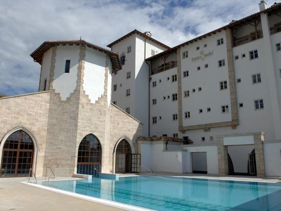 De kloostertuin van hotel Santa Isabel