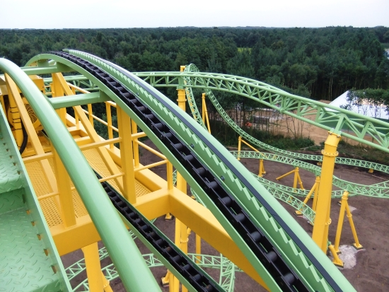 Bovenop de lifthill van de spinning coaster