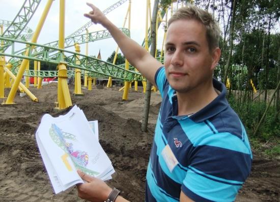 Ontwerper Peter van Holsteijn bij de achtbaan in aanbouw van Toverland - Foto: (c) Adri van Esch, Parkplanet