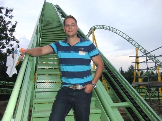 Ontwerper Peter van Holsteijn op de liftheuvel van de nieuwe achtbaan van Toverland - Foto: (c) Adri van Esch, Parkplanet