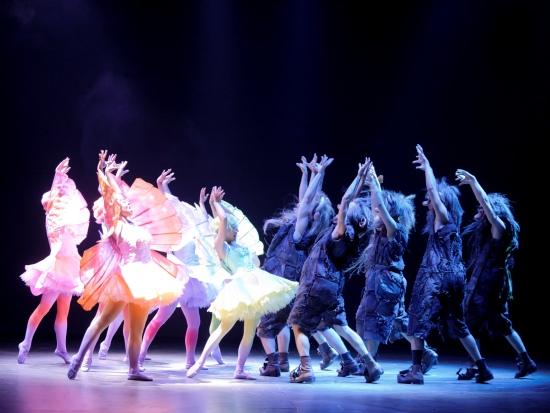 Elfjes en trollen dansen in de musical Droomvlucht - Foto: Roy Beusker