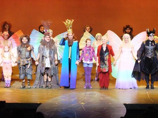 Slotapplaus bij de première van de musical Droomvlucht - Foto: Adri van Esch