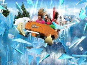 In Polar Land 'zakt' de achtbaantrein door het ijs - Foto: Legoland
