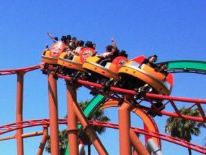 De Sierra Sidewinder in Knott's Berry Farm, ook een spinning coaster van Mack Rides