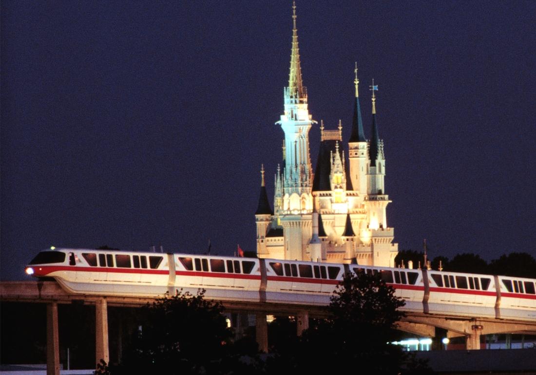 WDW Magic Kingdom met monorail