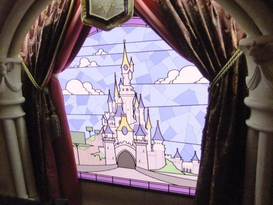 Glas-in-lood-raam in het Princess Pavilion in Disneyland Paris - Foto: (c) Parkplanet