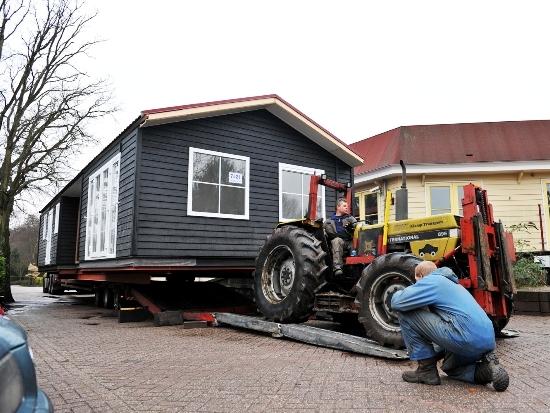 De laatste Duingalow Premium XL wordt naar Duinrell getransporteerd