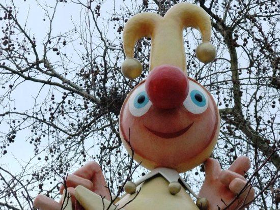 Jokie op het dak van Carnaval Festival - Foto: Parkplanet