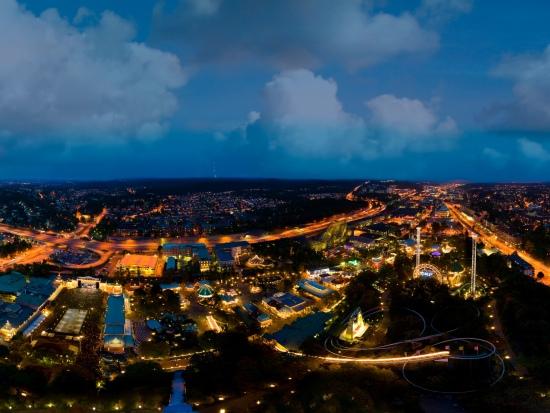 Nachtelijk uitzicht over Liseberg en Göteborg