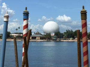 Epcot: aan de ene kant World Showcase, aan de andere kant Future World - Foto: (c) Adri van Esch, Parkplanet