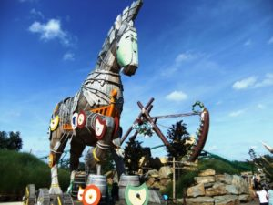 Het Paard van Troje en schommel Scorpios in Toverland