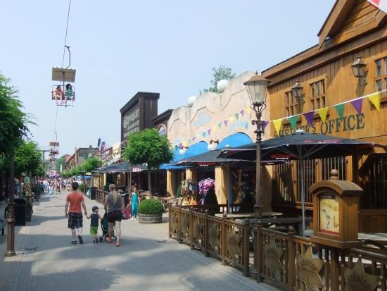 De Main Street van Attractiepark Slagharen - Foto: Adri van Esch, Parkplanet