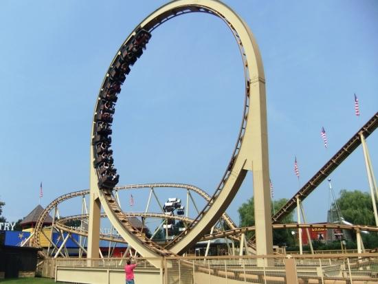 Achtbaan Thunder Loop in Attractiepark Slagharen heette vroeger Looping Star - Foto: Adri van Esch, Parkplanet