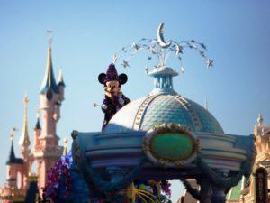 Mickey viert met een nieuwe parade het twintigjarig bestaan van Disneyland Paris - Foto: (c) Disney