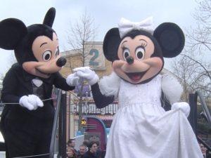 Minnie Mouse is een mode- en stijlicoon - Foto (c) Adri van Esch, Parkplanet