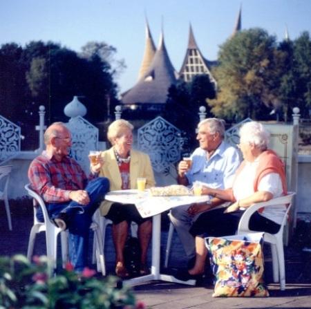 Senioren genieten van een dagje Efteling