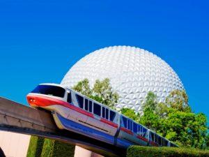 Spaceship Earth en de monorail in Epcot - Foto: (c) Disney, Gene Duncan