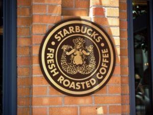 Starbucks in een Disney-park - Foto: HarshLight