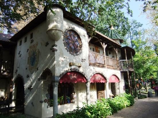 Het nieuwe kasteel van Doornroosje in het sprookjesbos van Europa-Park - Foto: (c) Adri van Esch / Parkplanet
