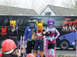 Samen met de Walibi-characters riep iedereen: 'Bus driver, move that bus!' - Foto: (c) Adri van Esch, Parkplanet