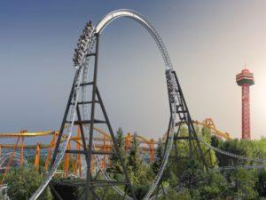 De dubbelzijdige looping van achtbaan Full Throttle in Magic Mountain