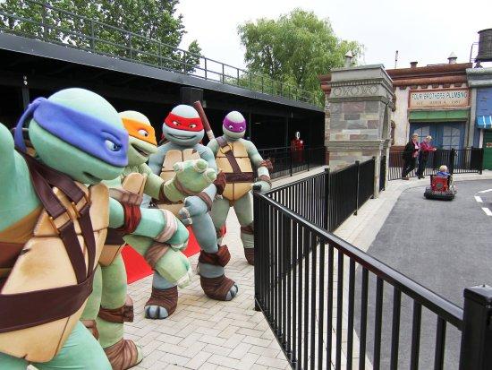 De feestelijke opening van de Turtles-verkeersschool in Movie Park Germany - Foto: Hans van Kilsdonk / Rides