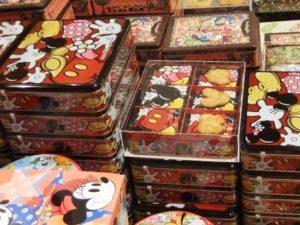 Een heel klein deel van het koekjesassortiment in Tokyo Disneyland - Foto: (c) Adri van Esch, Parkplanet