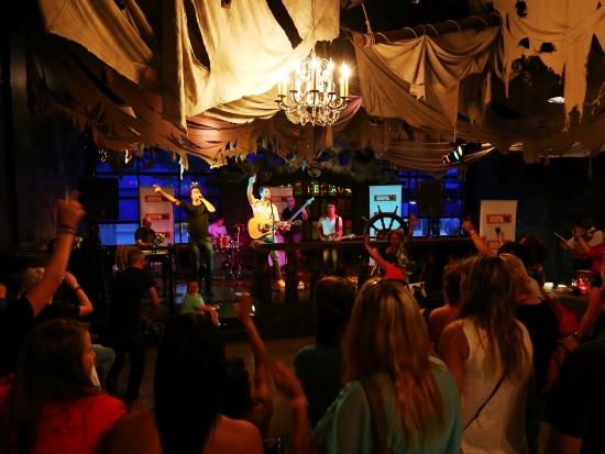 Het exclusieve concert van Nick & Simon in de Walt Disney Studios - Foto: (c) Disney